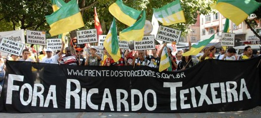 https://tvemanalisecriticas.files.wordpress.com/2011/08/ricardoteixeiraprotesto.jpg?w=300